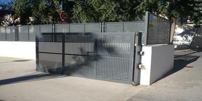 Puertas Automáticas J.C puerta batiente troquelada